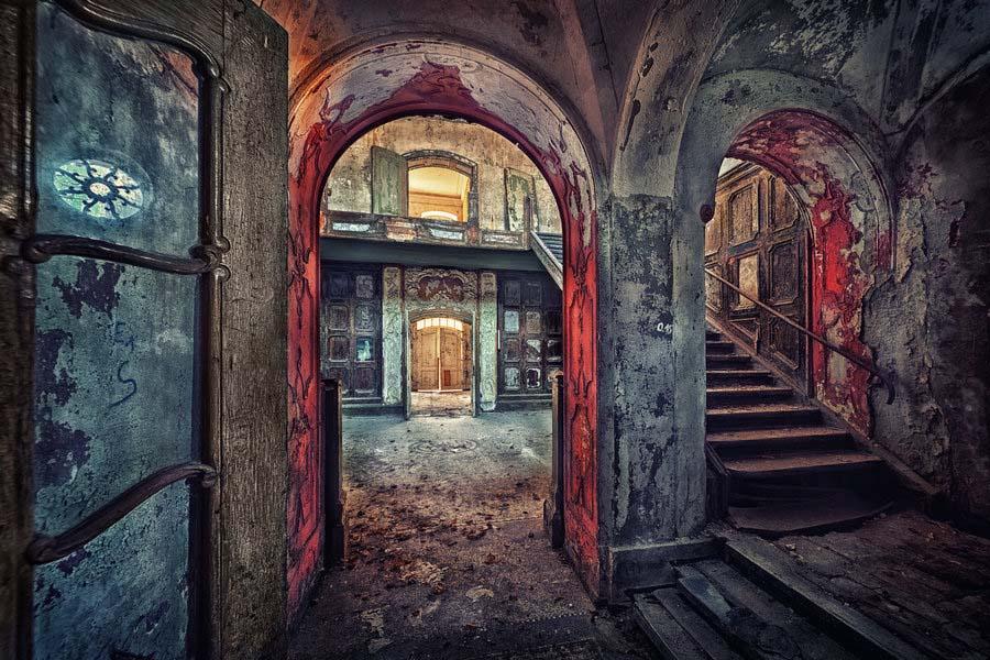 Fotógrafo capta a beleza do assombro de edifícios abandonados 18