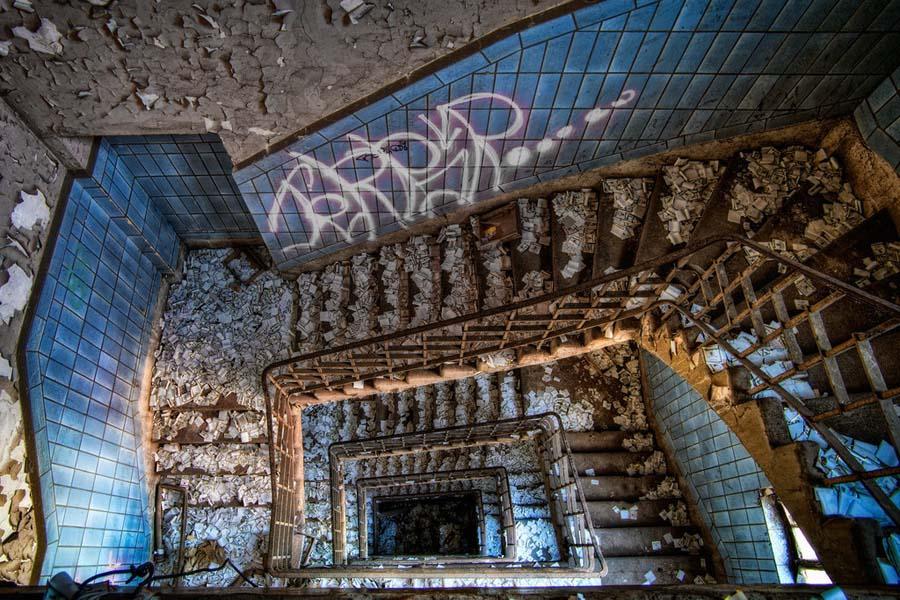 Fotógrafo capta a beleza do assombro de edifícios abandonados 21