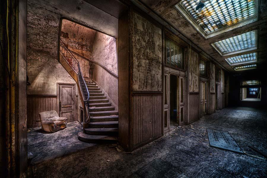 Fotógrafo capta a beleza do assombro de edifícios abandonados 23