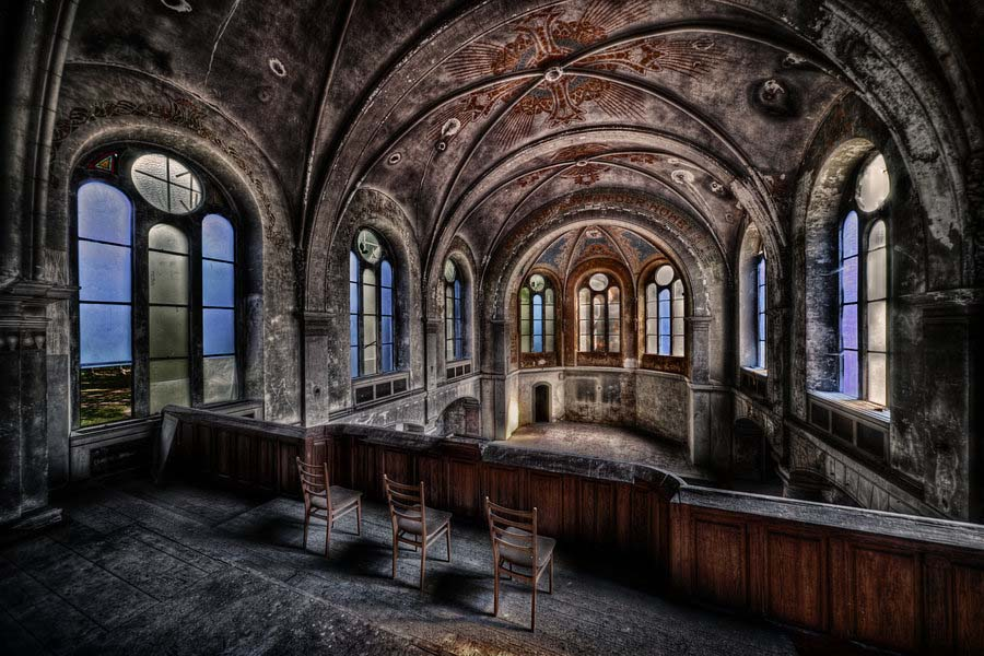 Fotógrafo capta a beleza do assombro de edifícios abandonados 24