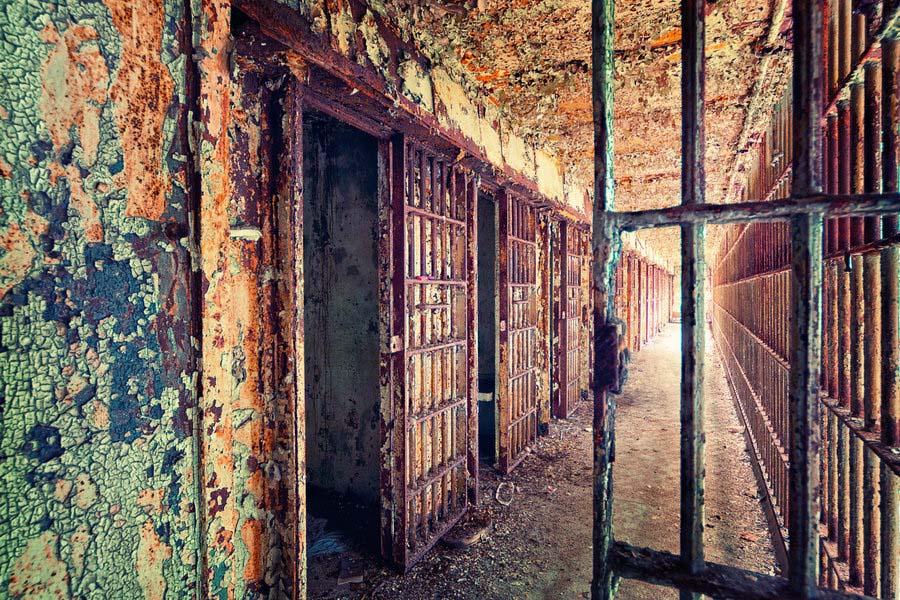 Fotógrafo capta a beleza do assombro de edifícios abandonados 26