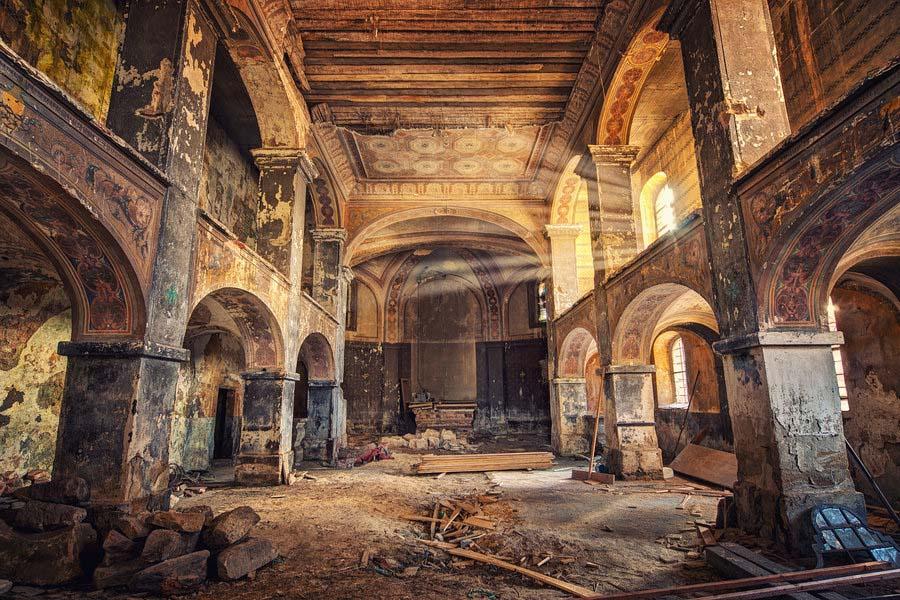 Fotógrafo capta a beleza do assombro de edifícios abandonados 28