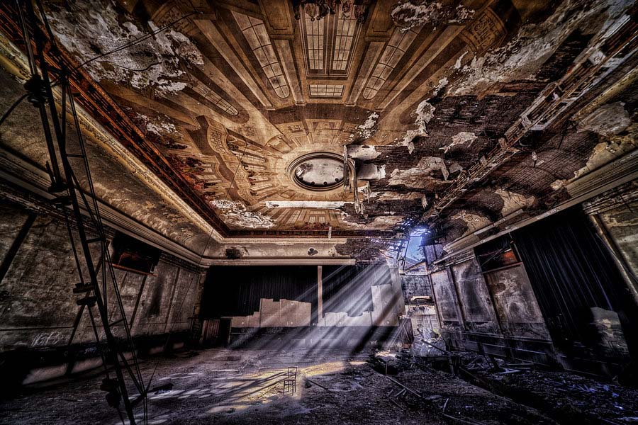 Fotógrafo capta a beleza do assombro de edifícios abandonados 29