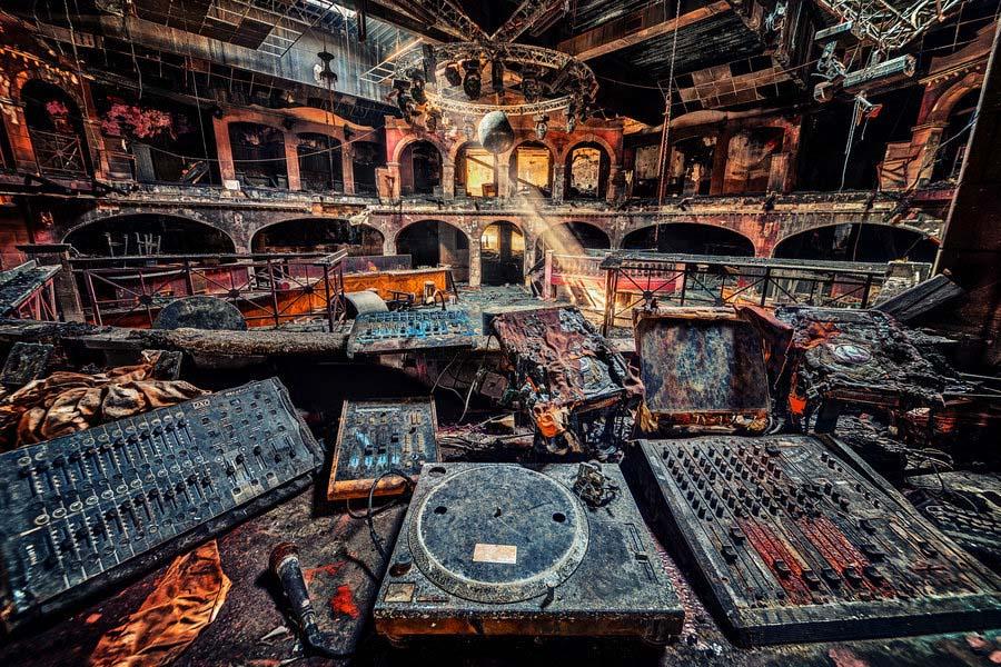 Fotógrafo capta a beleza do assombro de edifícios abandonados 31