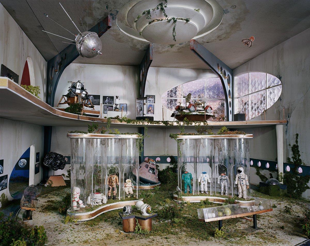 Fotos mostram lugares abandonados em um mundo pós-apocalíptico que em realidade são dioramas 07