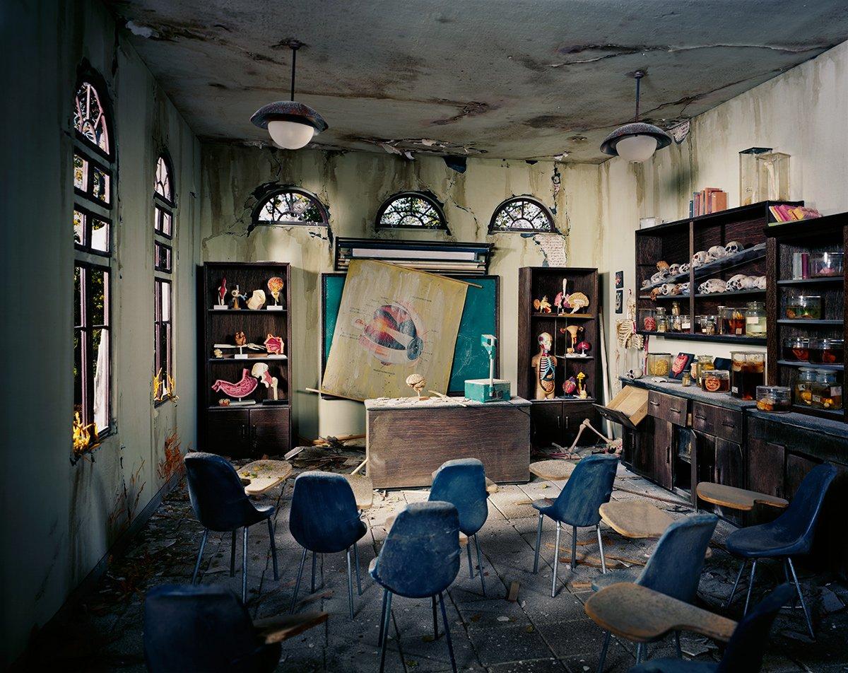 Fotos mostram lugares abandonados em um mundo pós-apocalíptico que em realidade são dioramas 17