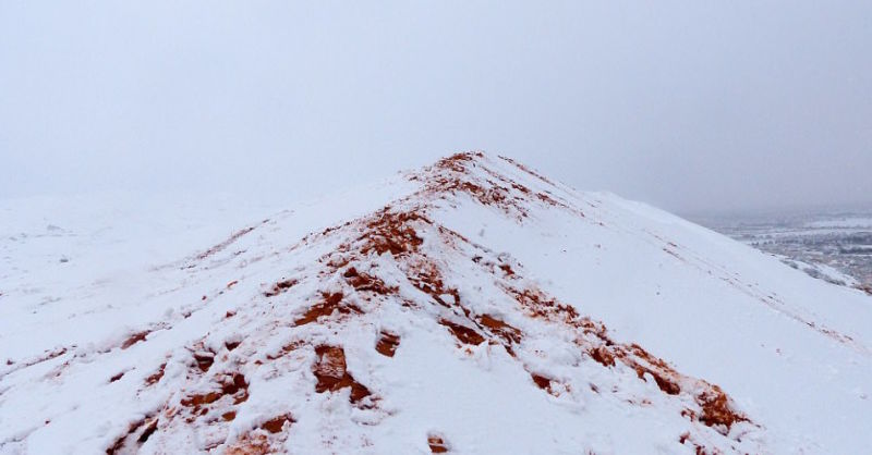 Voltou a nevar no Saara pela quarta vez em quase 40 anos, e as imagens são igualmente espetaculares