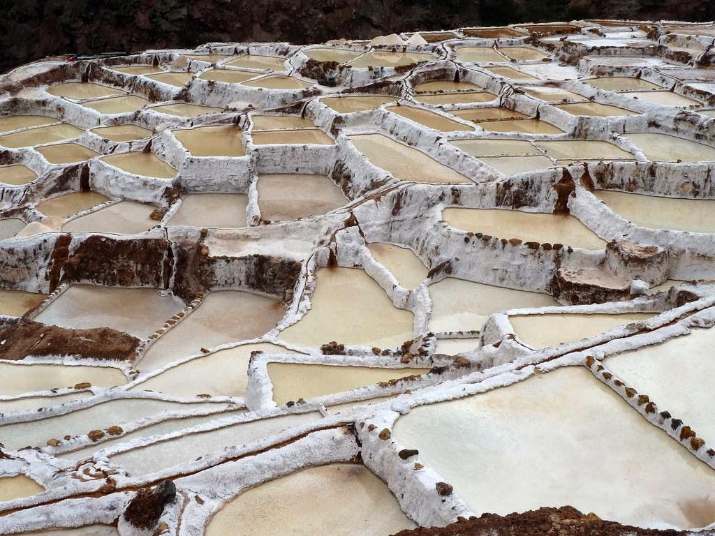 As belas Salinas de Maras encravadas nos penhascos peruanos 02