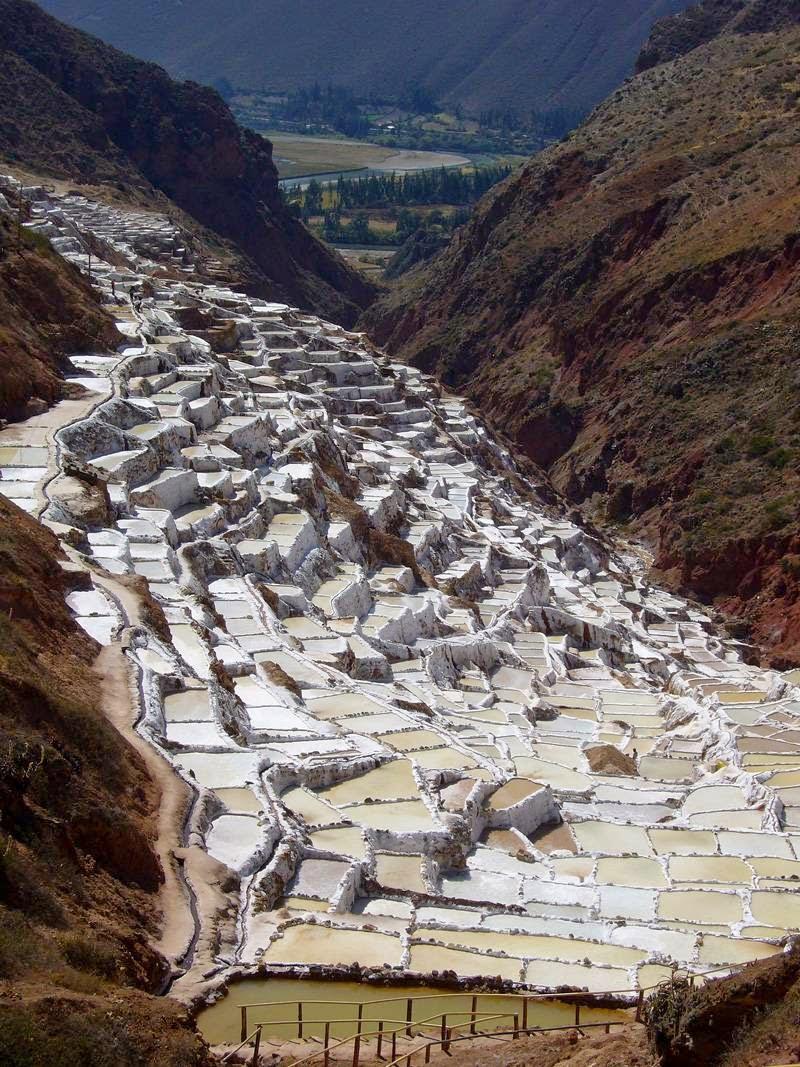 As belas Salinas de Maras encravadas nos penhascos peruanos 03