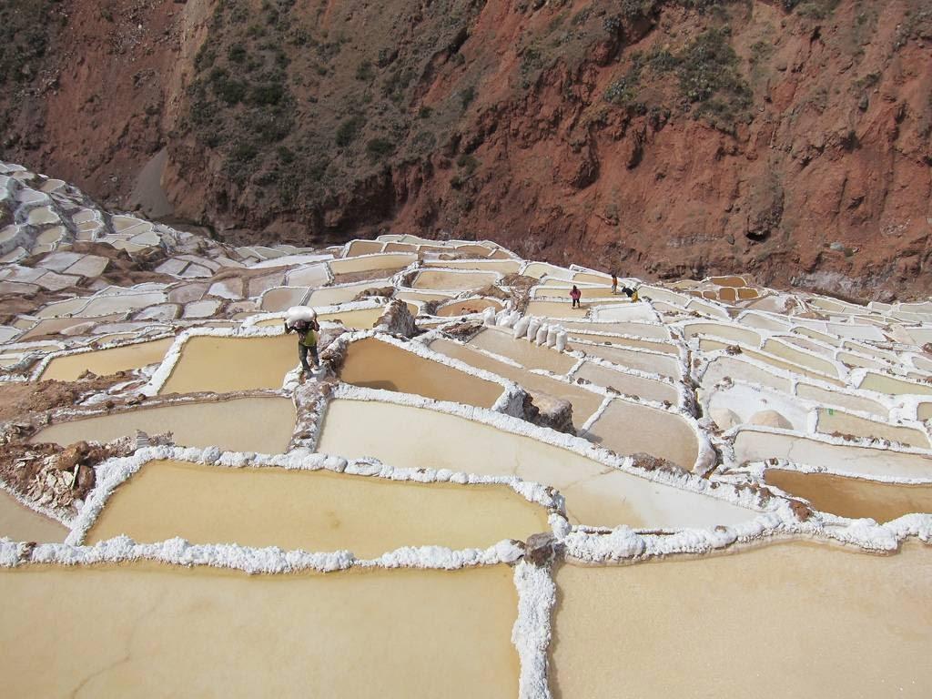 As belas Salinas de Maras encravadas nos penhascos peruanos 04