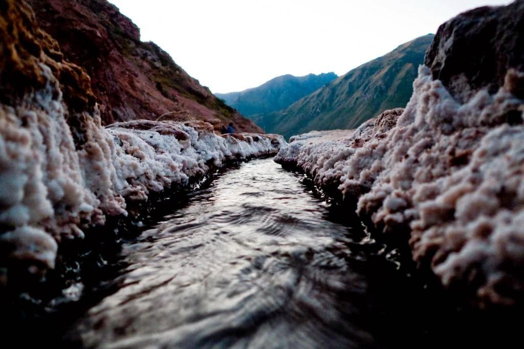 As belas Salinas de Maras encravadas nos penhascos peruanos 07