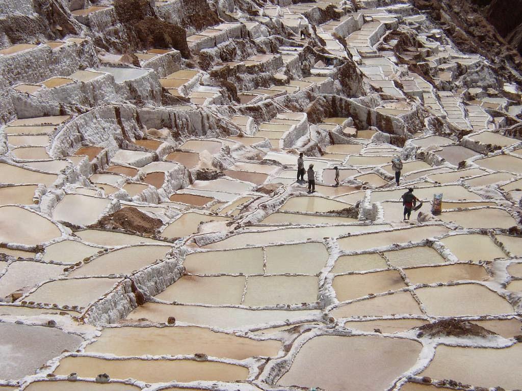 As belas Salinas de Maras encravadas nos penhascos peruanos 10