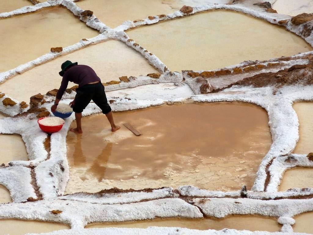 As belas Salinas de Maras encravadas nos penhascos peruanos 12