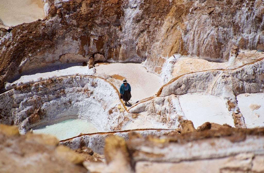 As belas Salinas de Maras encravadas nos penhascos peruanos 15