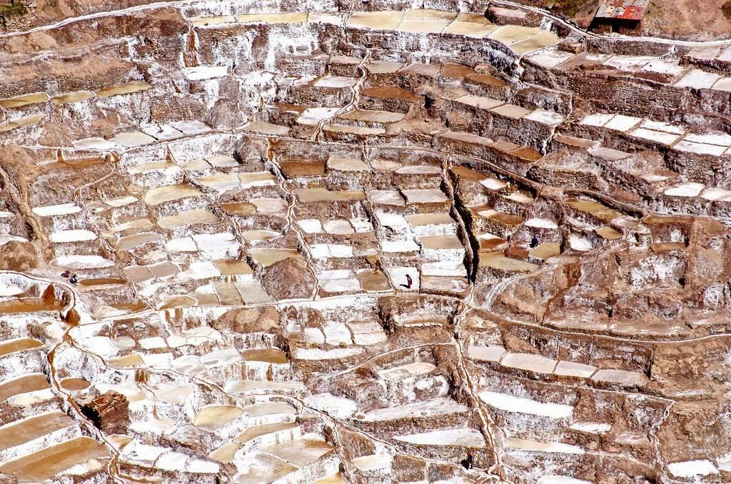 As belas Salinas de Maras encravadas nos penhascos peruanos 19
