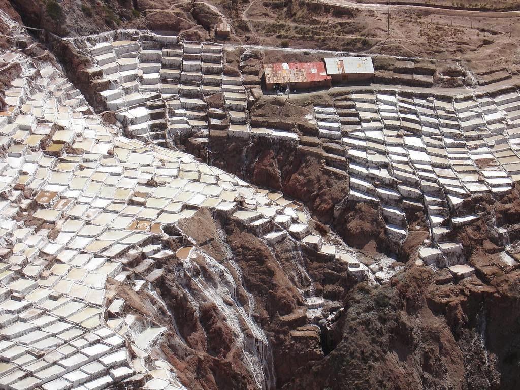 As belas Salinas de Maras encravadas nos penhascos peruanos 22
