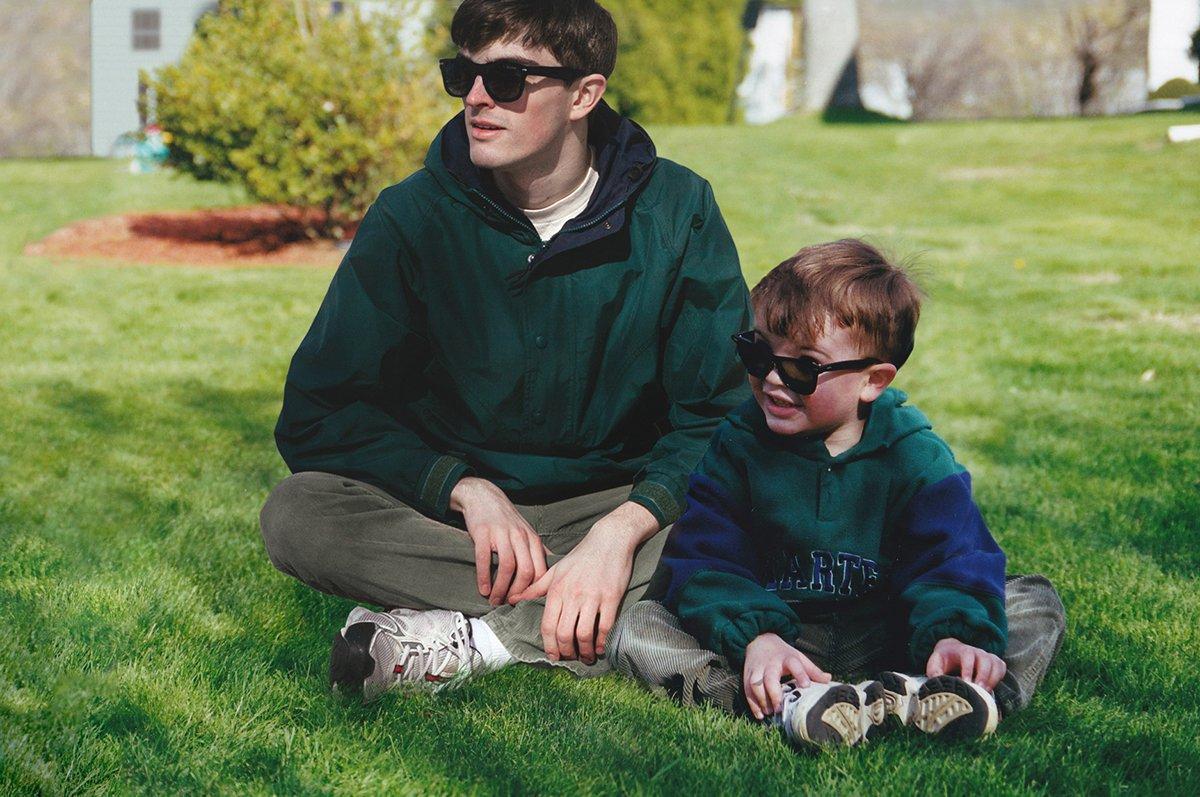 Este cara «fotochopou» ele mesmo em suas fotos de infância para que pudesse sair com seu eu mais novo 01