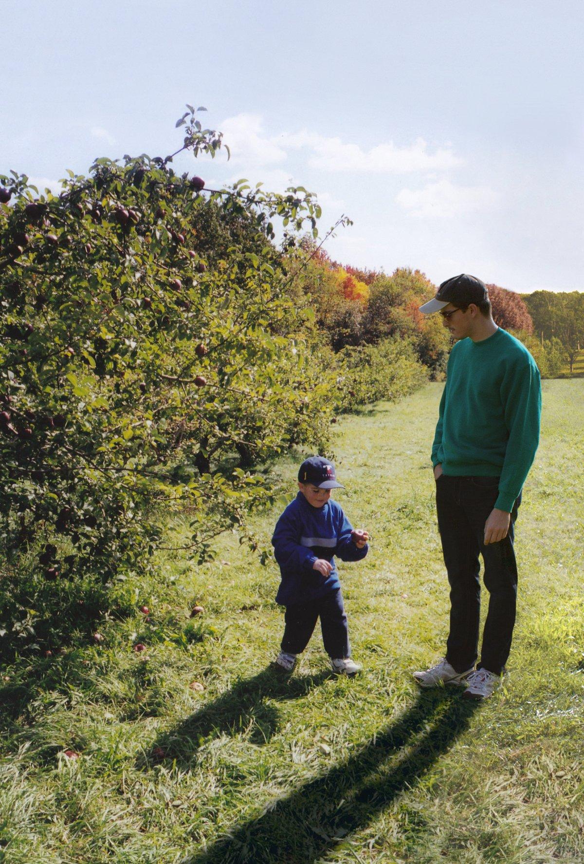 Este cara «fotochopou» ele mesmo em suas fotos de infância para que pudesse sair com seu eu mais novo 02