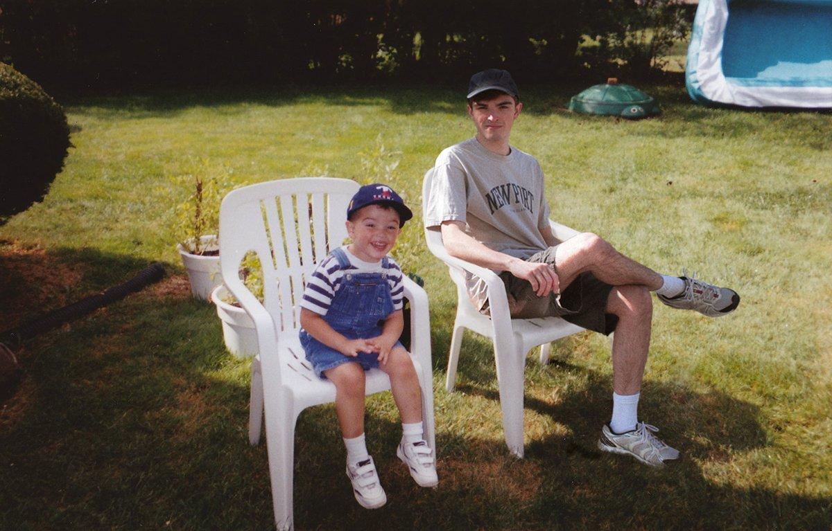 Este cara «fotochopou» ele mesmo em suas fotos de infância para que pudesse sair com seu eu mais novo 07