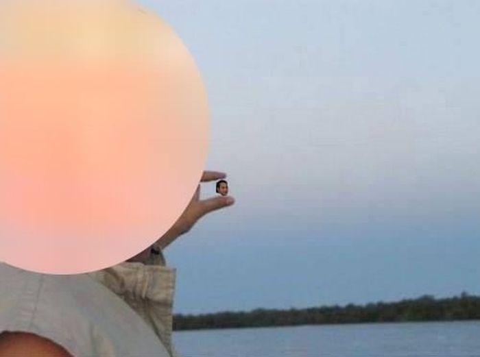 Alguém poderia fotochopar o sol entre meus dedos? 09