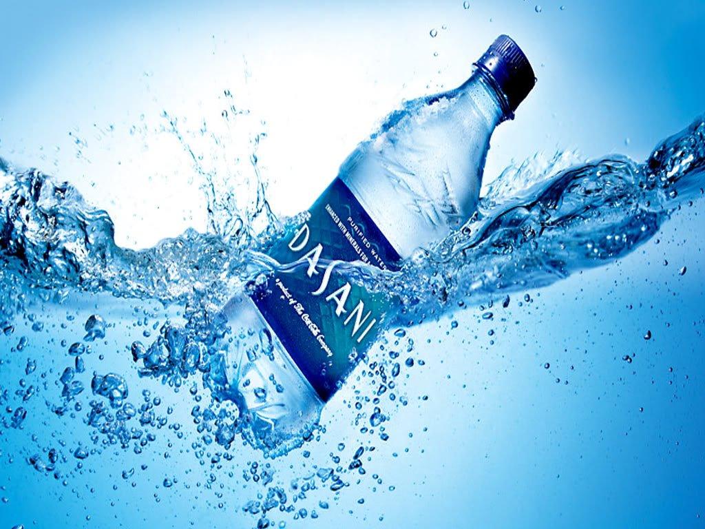 O dia que Coca-Cola vendeu água engarrafada, promovendo-a como cheia de sêmen, sem saber