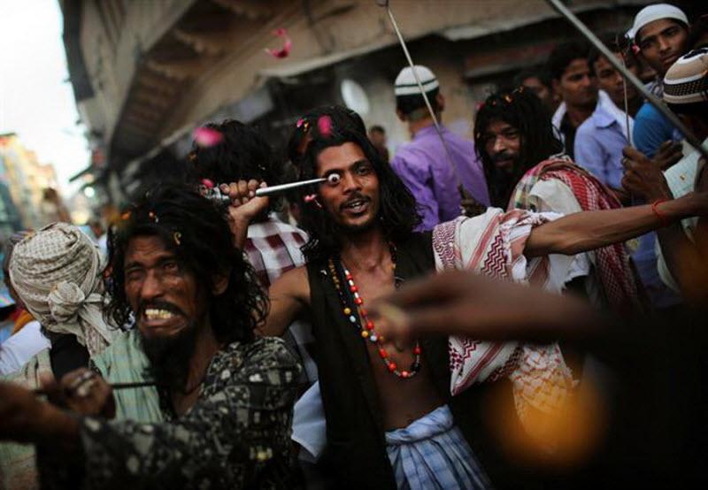 Um ritual chocante dos Sufis indianos 04