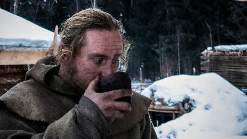 O experimento psico-sociológico de viver na solidão da mata com tecnologia primitiva do século X