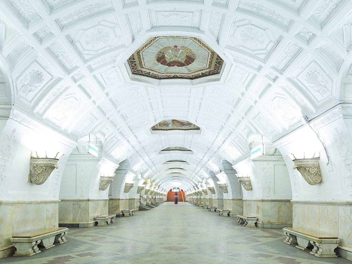 16 fotos de belas esta��es de metro de Moscou, constru�das como propaganda durante a �poca de Stalin 01