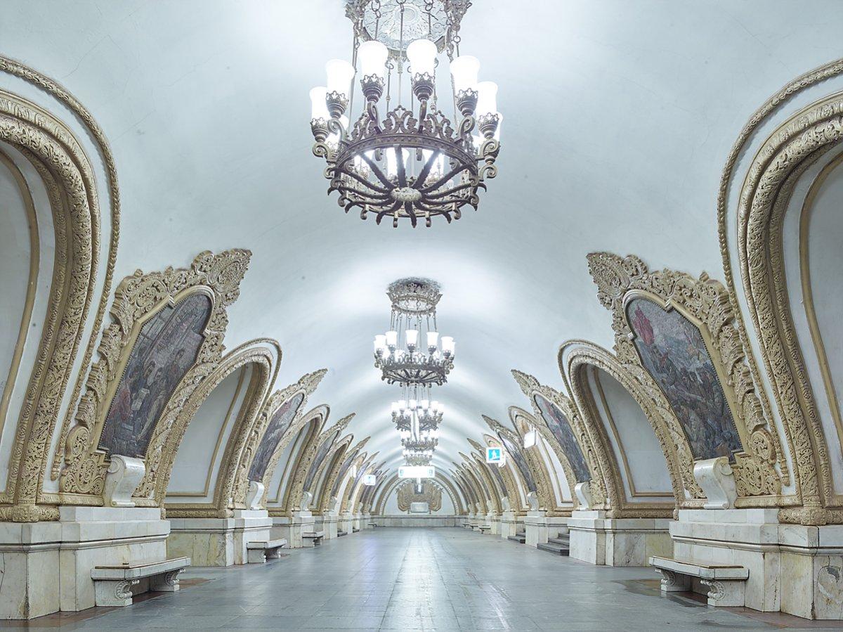 16 fotos de belas esta��es de metro de Moscou, constru�das como propaganda durante a �poca de Stalin 03