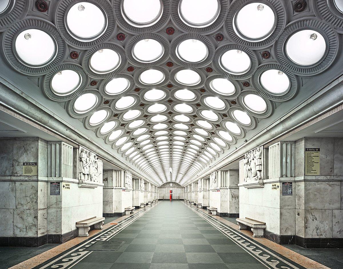 16 fotos de belas estações de metro de Moscou, construídas como propaganda durante a época de Stalin 01