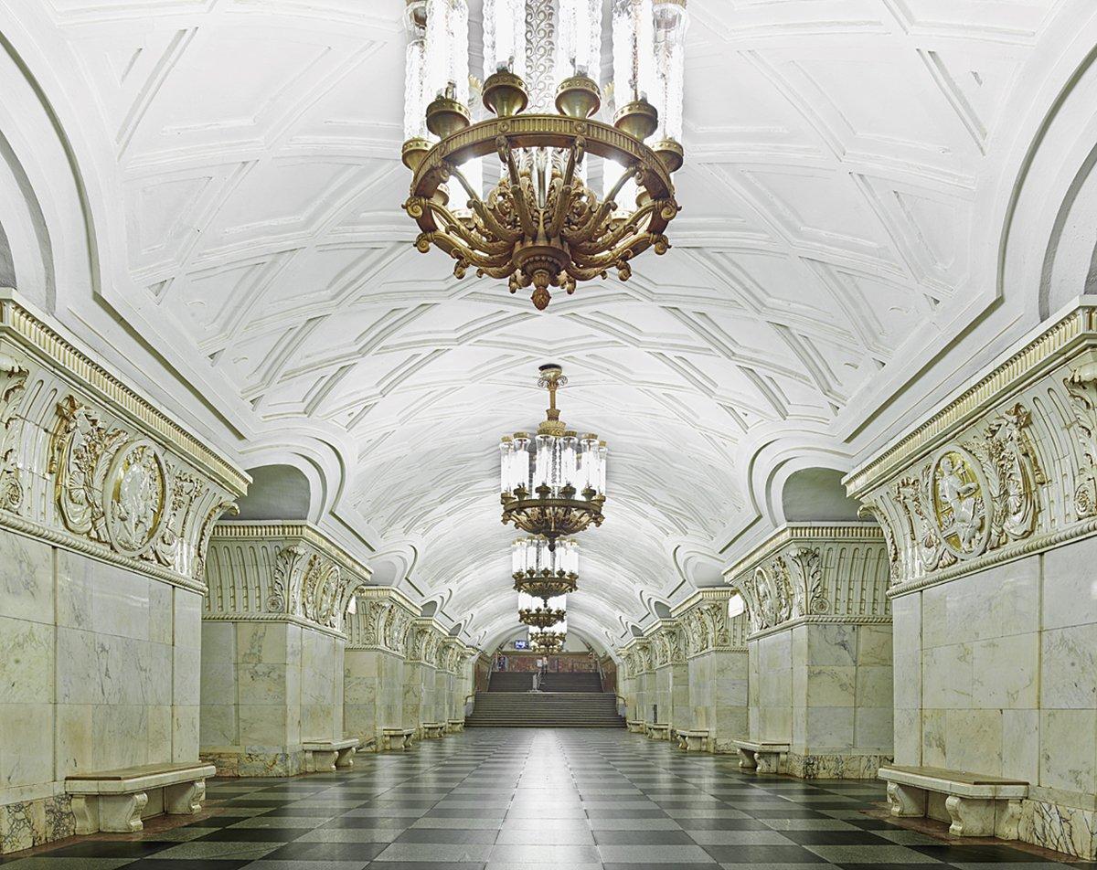 16 fotos de belas estações de metro de Moscou, construídas como propaganda durante a época de Stalin 05
