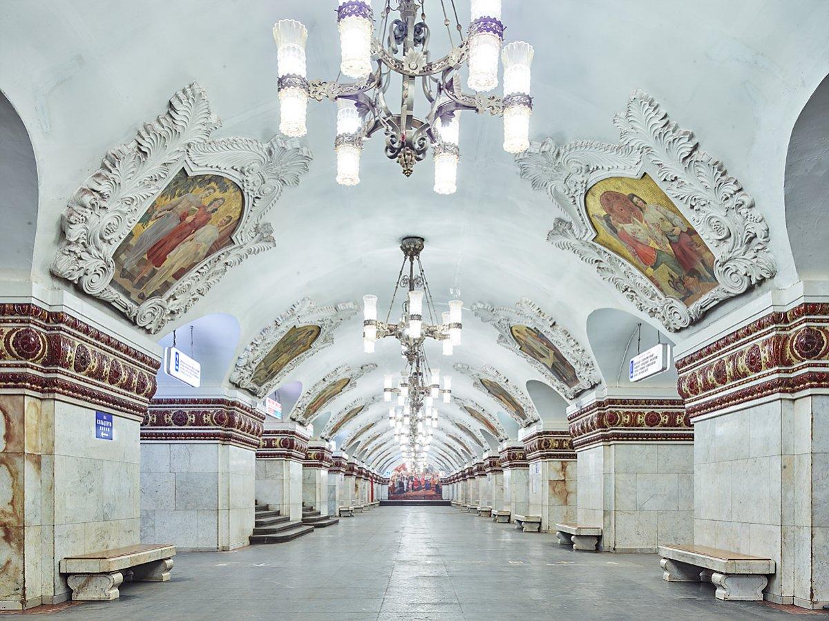 16 fotos de belas estações de metro de Moscou, construídas como propaganda durante a época de Stalin 09