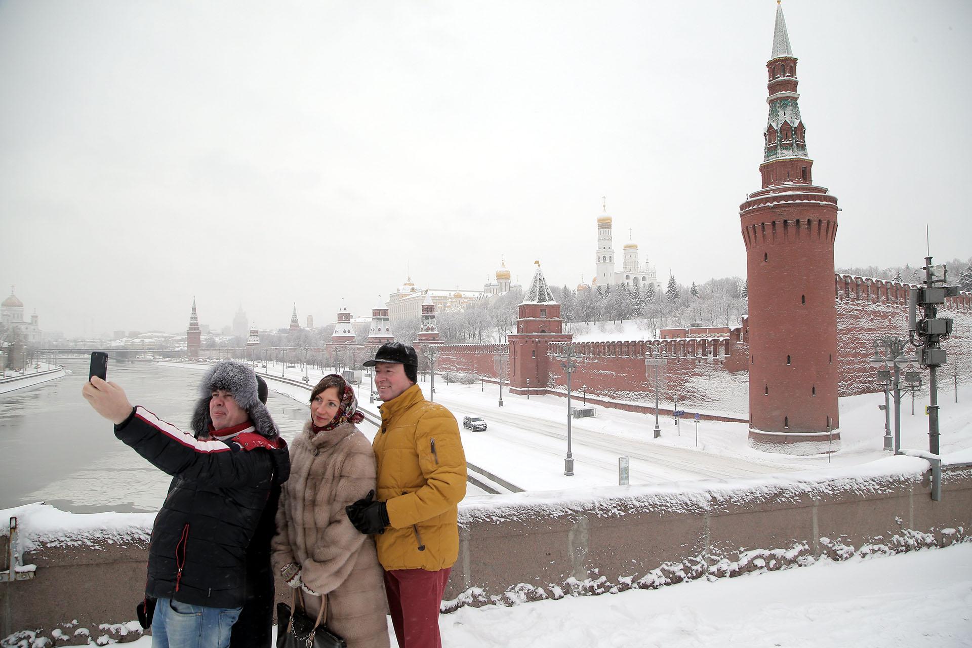 As incríveis imagens da «nevasca do século» em Moscou 08