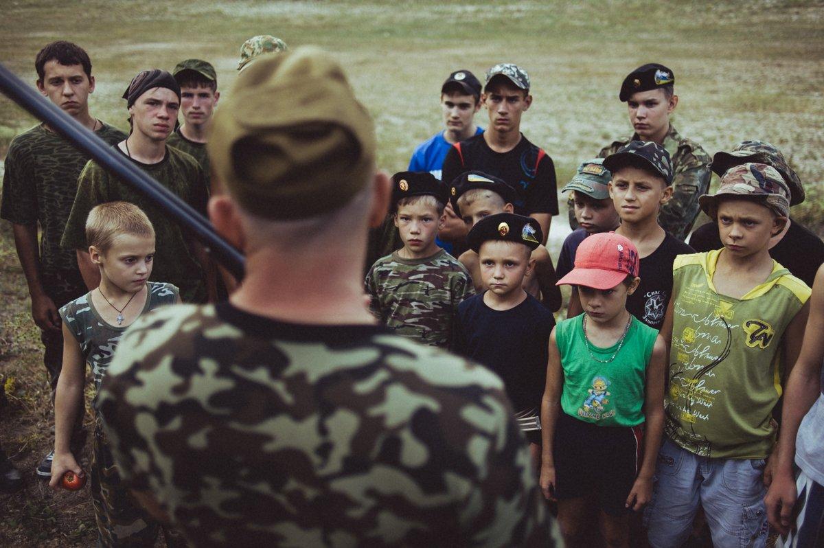 Um acampamento que treina garotos de 7 anos para serem defensores da pátria russa 02