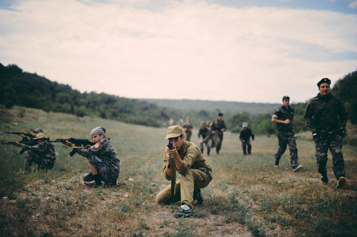 Um acampamento que treina garotos de 7 anos para serem defensores da pátria russa 05