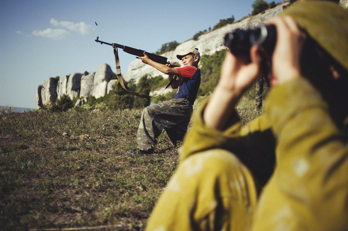 Um acampamento que treina garotos de 7 anos para serem defensores da pátria russa 12