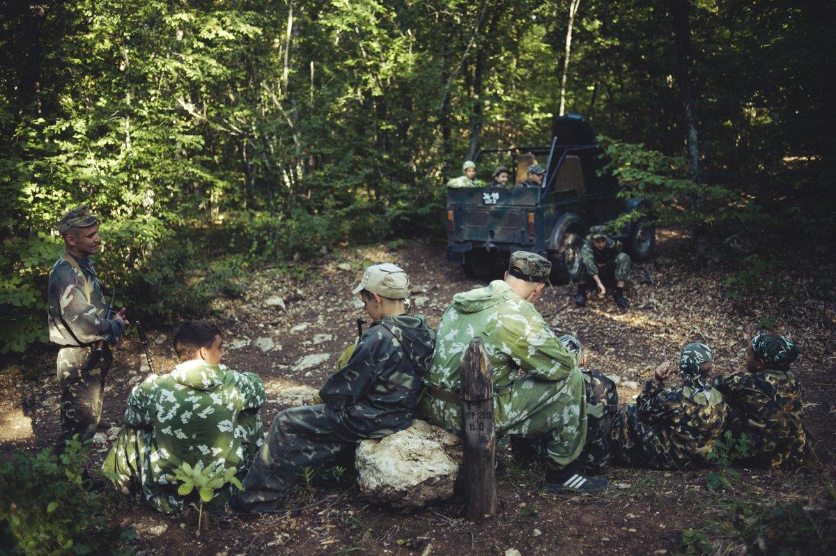 Um acampamento que treina garotos de 7 anos para serem defensores da pátria russa 14