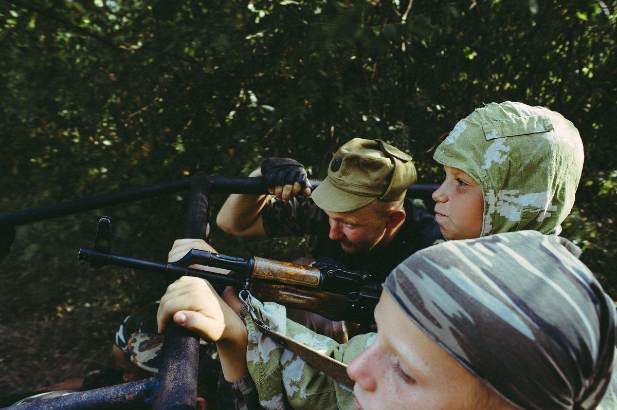 Um acampamento que treina garotos de 7 anos para serem defensores da pátria russa 18