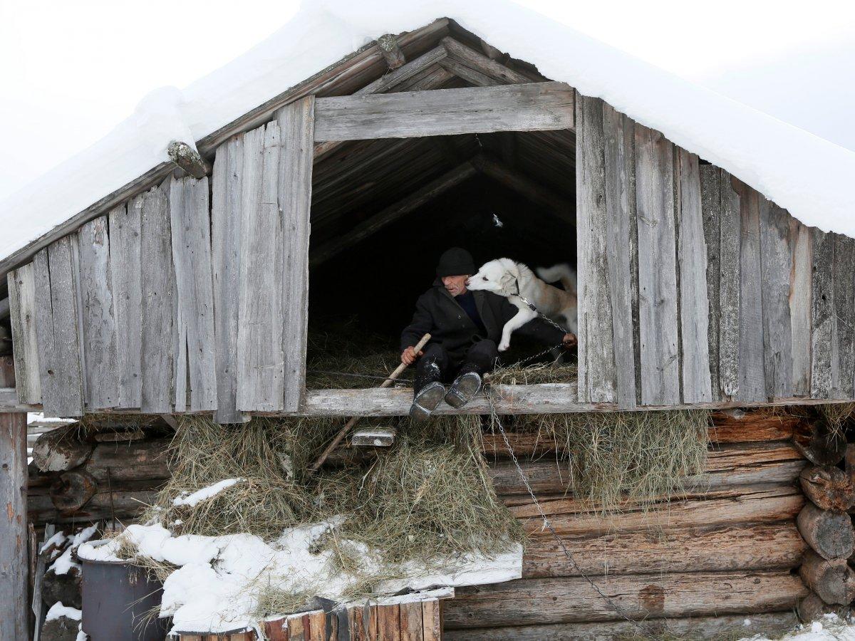 Mikhail Baburin é o último residente de Mikhailovka na Sibéria 08