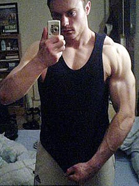 Britânico com obesidade mórbida perde 115 kg e agora é o Senhor Músculos