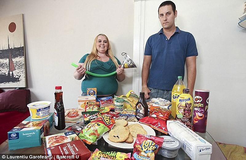 Jovem consome 5.000 calorias diárias para ser famosa 07