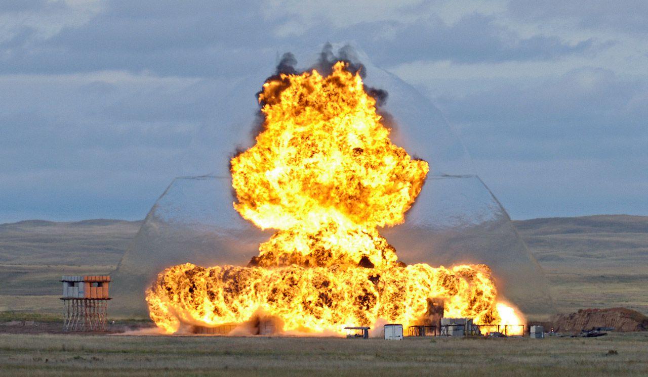 Uma foto inusualmente n�tida da onda expansiva numa explos�o.