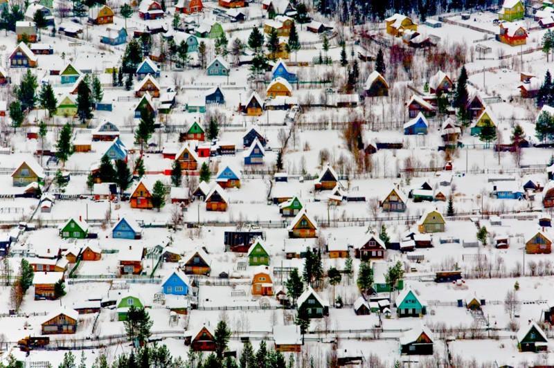 Parece uma maquete, mas é uma preciosa estampa invernal na Noruega.
