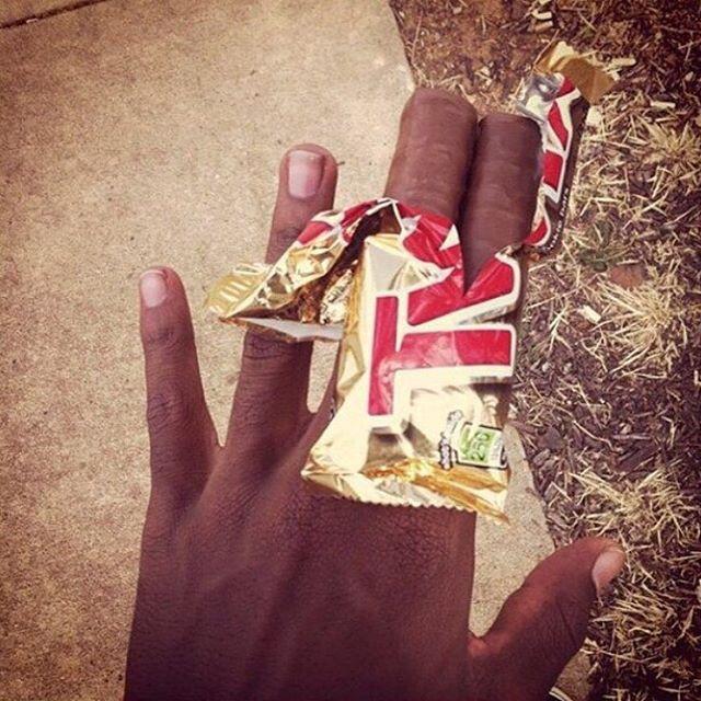Dedos sem unhas.