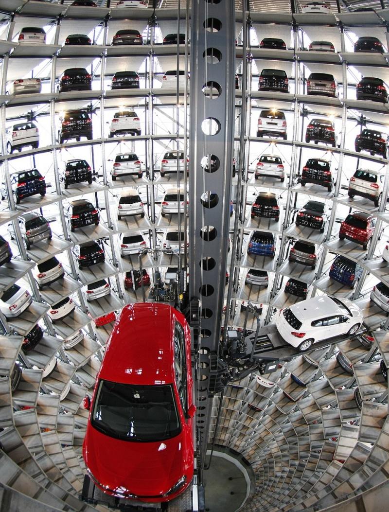 Estacionamento altamente tecnol�gico na Volkswagen em Wolfsburgo.
