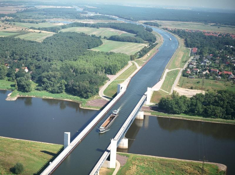 A ponte aquífera de Magdeburgo na Alemanha.