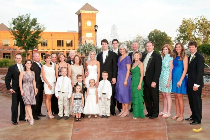 Como funcionam os genes. Olha os parentes do noivo e da noiva.