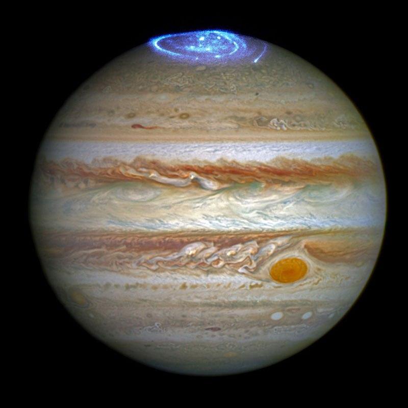 Auroras maior do que a Terra sobre Jupiter.