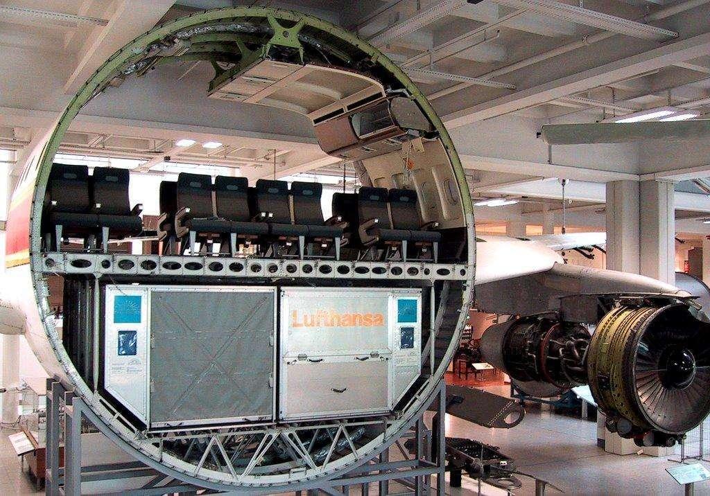 Seção de um avião comercial.
