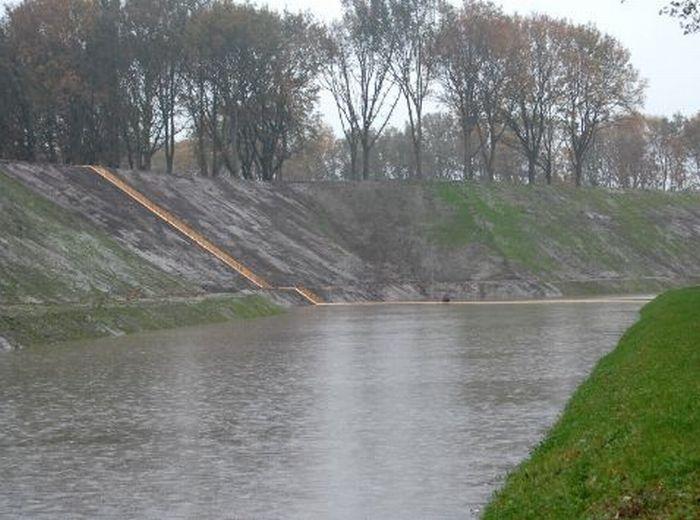 A surpreendente ponte Moisés que divide as águas 06
